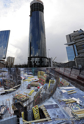 В июле 2014 года закончились монолитные работы на первом небоскребе будущего комплекса «Екатеринбург-Сити» – башне «Исеть». Высота объекта – 209 метров.